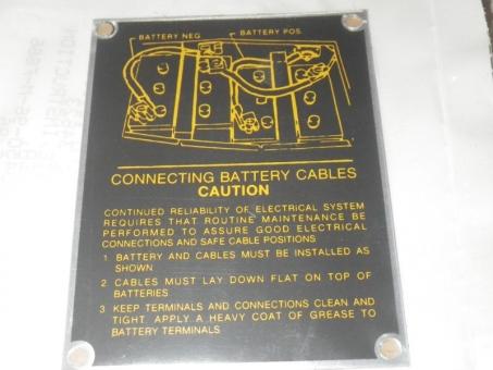 Hinweisschild Batterieverkabelung HMMWV